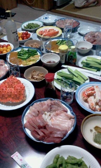 2012年夏、大船渡のとある社長宅での宴会の食卓